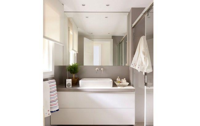 Baño pequeño con espejo