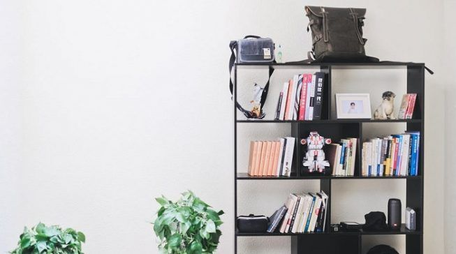 Estante tipo biblioteca en habitación estudio