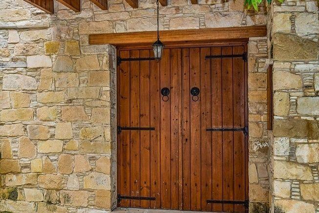 5 tipos de puertas rusticas para interiores que debes tener en cuenta