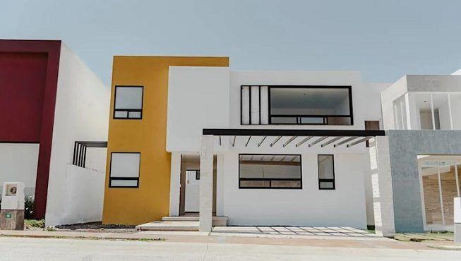 Casa pintada en blanco y mostaza