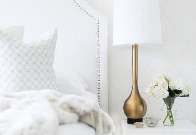 Combinación del blanco con otros tonos en dormitorio