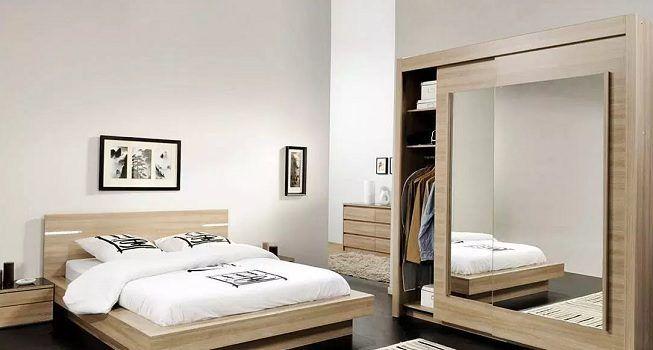 Espejo en dormitorio sin ventana