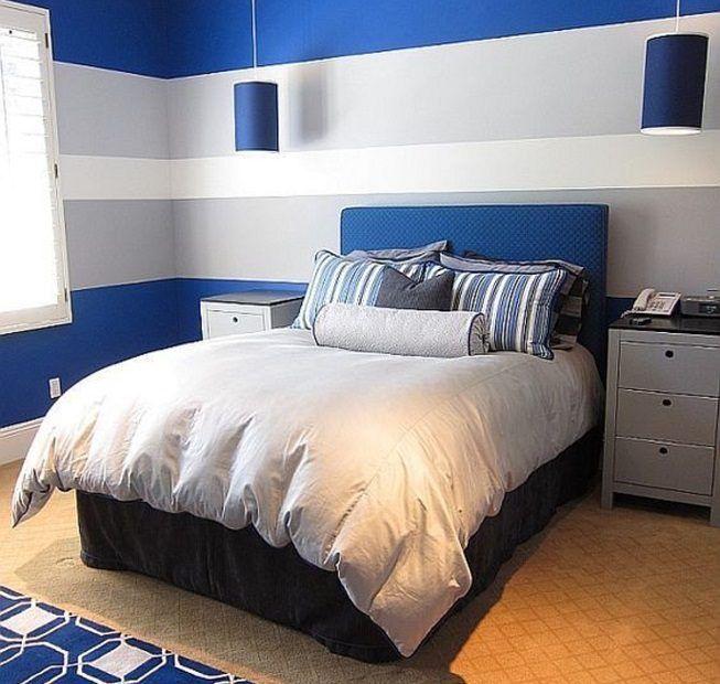 Pared blanca con azul en dormitorio