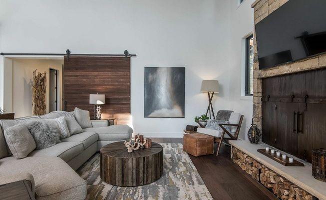 Gris y blanco en la sala de estar