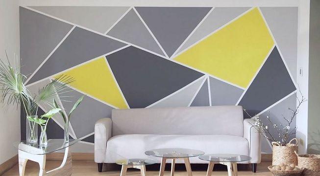 Sala de estar decorada con elementos en formas geométricas