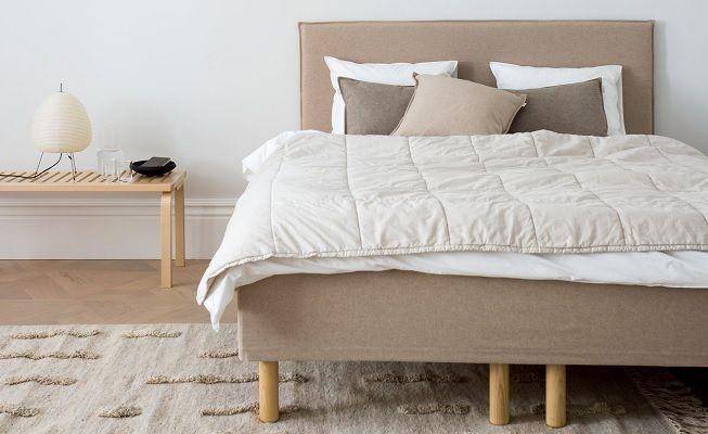 Habitación minimalista en beige
