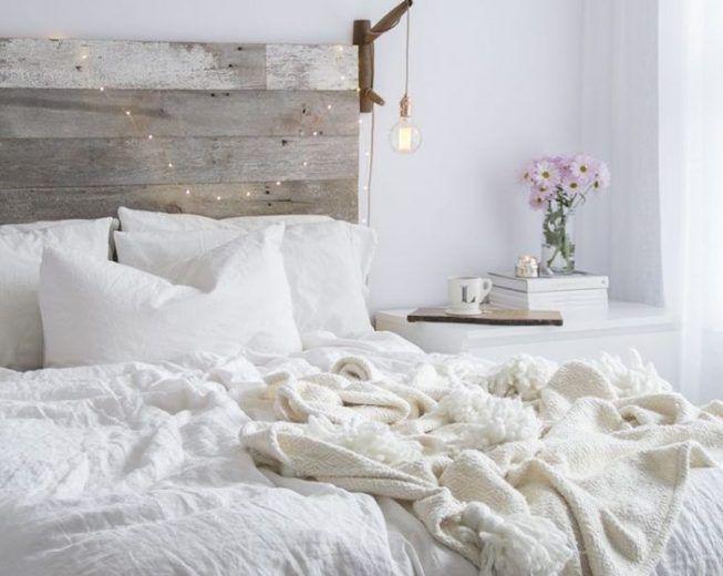 Habitación minimalista en blanco y gris