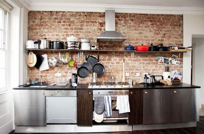 Pared de ladrillo en cocina con estilo industrial