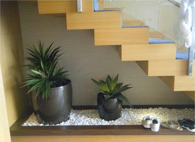 Escalera para dentro del hogar con jardin incluido