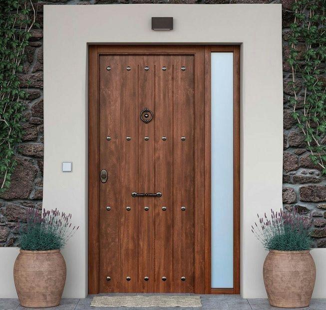 Puerta con estilo rústico y otros elementos