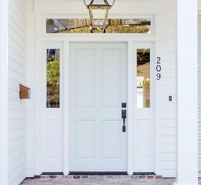 Puerta de madera en blanco
