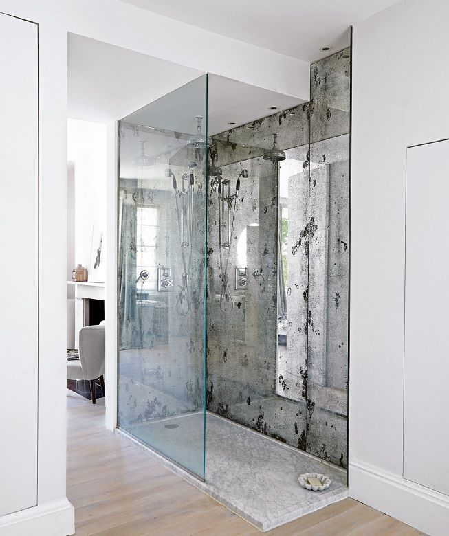 Mármol y cristal en baño