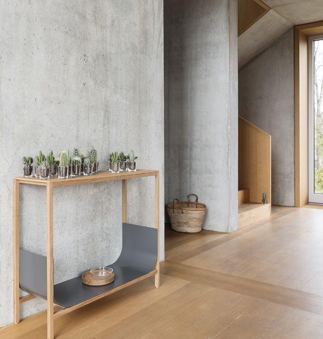 Madera clara y cemento en paredes