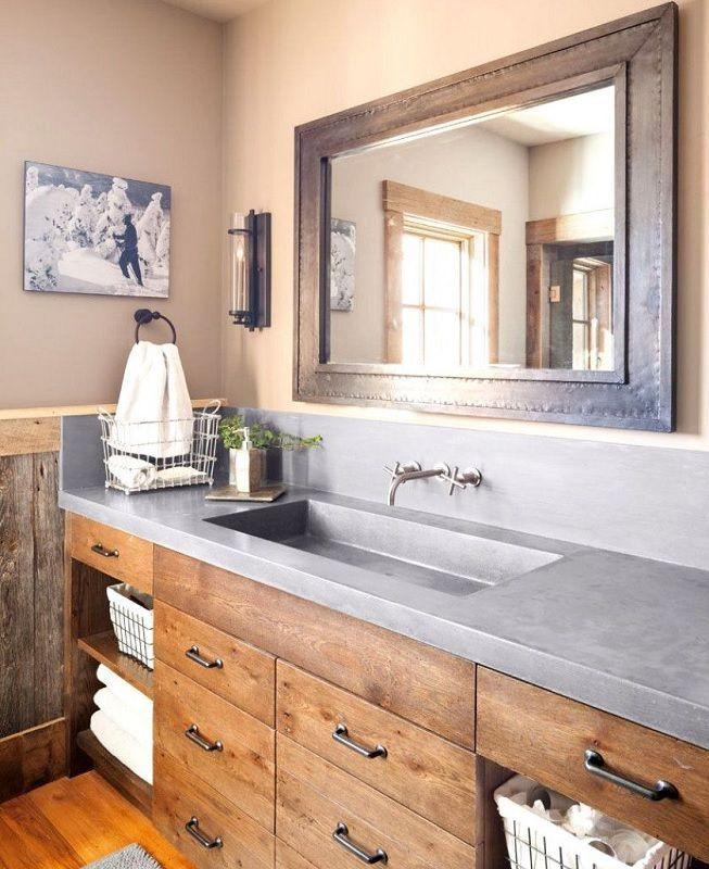 Madera y cemento en baño